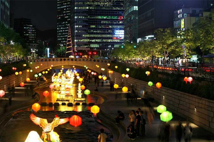 Cheonggyecheon Stream (Photo credits: Korea Tourism Organization)