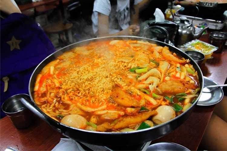 Table-top tteokbokki (Photo credits: Korea Tourism Organization)