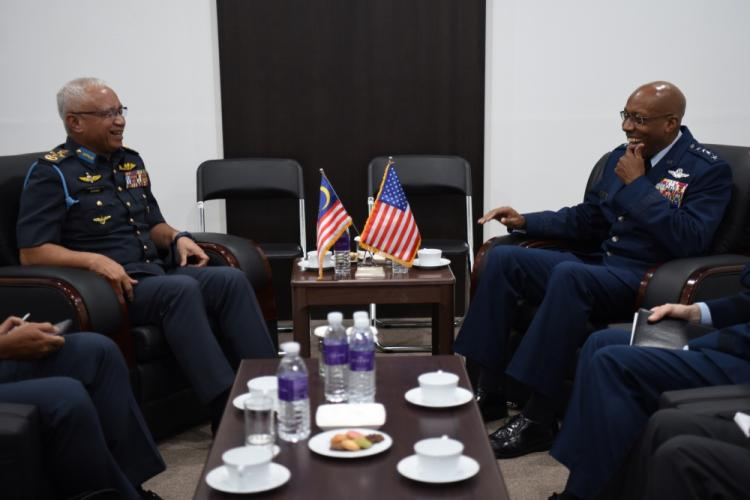 Gen. CQ. Brown, Jr., Pacific Air Forces commander, meets with Gen. Dato 'Sri Affendi, the Chief of Royal Malaysian Air Force, during a bilateral engagement at the Seoul International Aerospace and Defense Exhibition 2019 at the Seoul Airport, Republic of Korea, October 16, 2019. Seoul ADEX 19 offers a venue to enhance regional security through expanded military-to-military cooperation and with regional partners and allies. (U.S. Air Force photo by Senior Airman Denise M. Jenson)