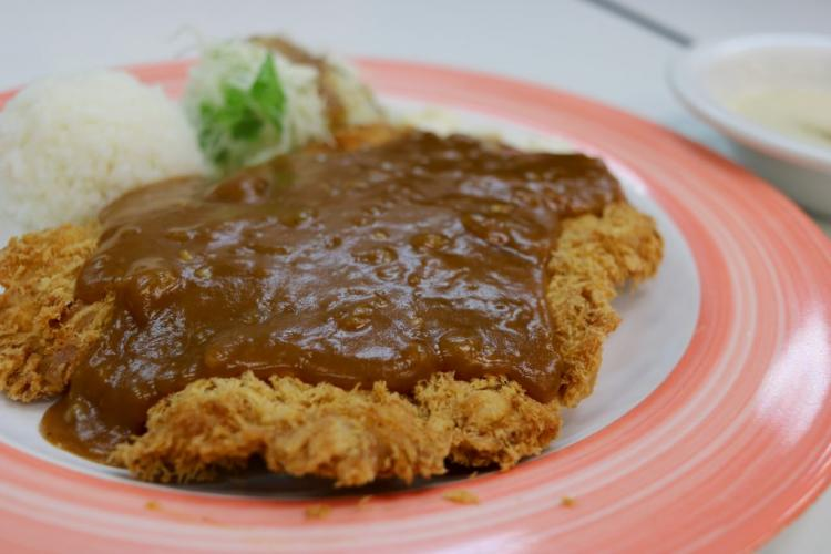 Pork cutlet (왕돈가스 6,000 won, served with soup)