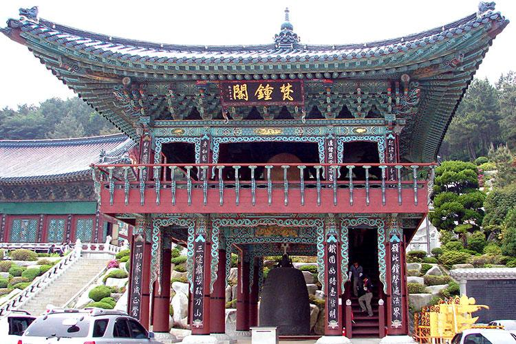 "Bell pavilion at Samgwangsa. Samgwangsa, meaning ""Three rays of light from Buddha"", was built in 1969 and expanded in 1982. The temple has the capacity to accommodate 10,000 worshipers at once. Image: Wikicommons"