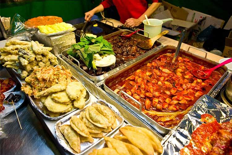 Dongdaemun Station – Street food from food stalls (Photo credits: Korea Tourism Organization)