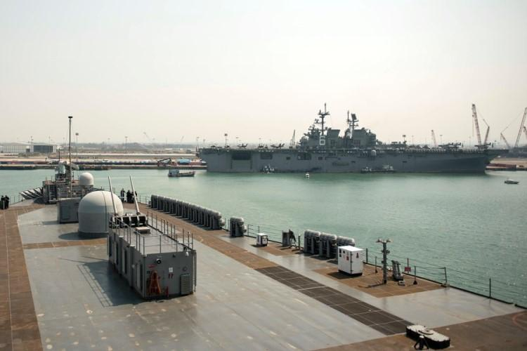 The amphibious assault ship USS America is seen from the 7th Fleet flagship USS Blue Ridge in Laem Chabang, Thailand, Feb. 23, 2020. (ARON MONTANO/U.S. NAVY)
