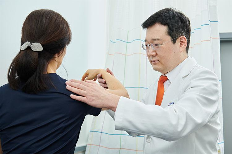 Kim, Hyeonggeon, Hospital Director(Orthopedics Specialist)