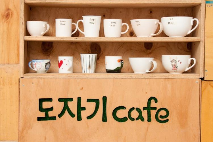 Korean Coffee Allows You To Paint