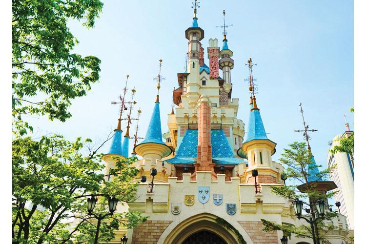 Lotte World A Fun Theme Park Every Day Stripes Korea